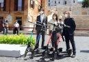 Virginia-Raggi--presenta-i-monopattini-in-piazza-di-Spagna-a-Roma