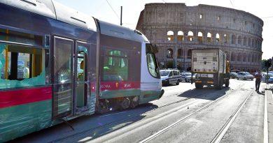 Tram-deraglia-al-Colosseo