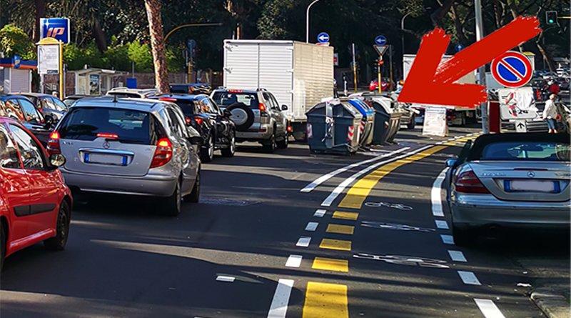 Cassonetti in mezzo alla strada per la pista ciclabile via Gregorio VII